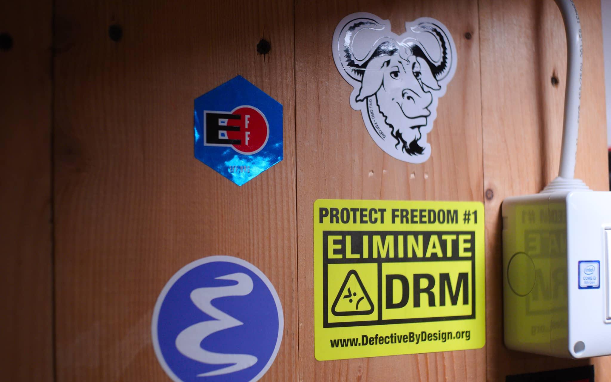 Adesivi 'Protect Freedom - Eliminate DRM'